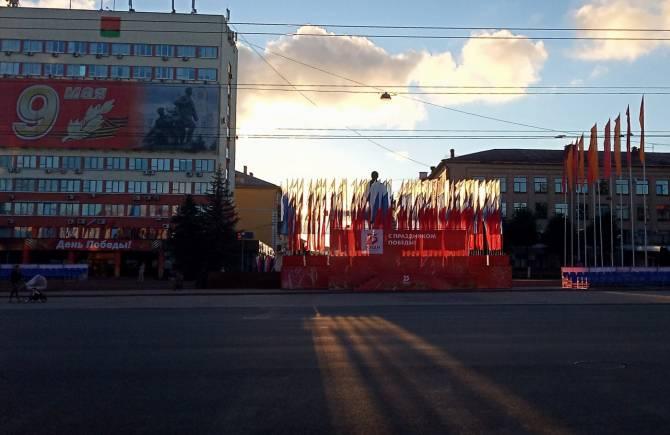 В Брянске перед маршем Победы спрятали памятник Ленину