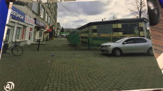 Новозыбковские чиновники отказались бороться с уродливой стройкой в центре города