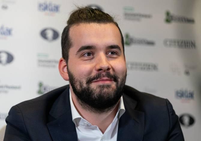 Брянский гроссмейстер Ян Непомнящий одержал седьмую победу подряд на Legends of Chess