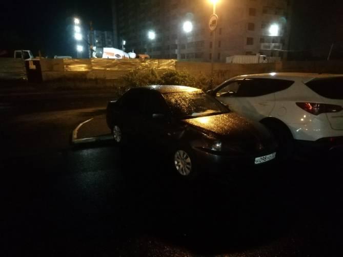 В Брянске на Флотской водитель повредил чужую иномарку и скрылся