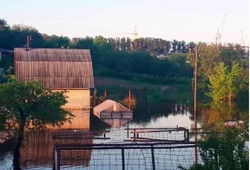Затопило строения на улице Романа Брянского