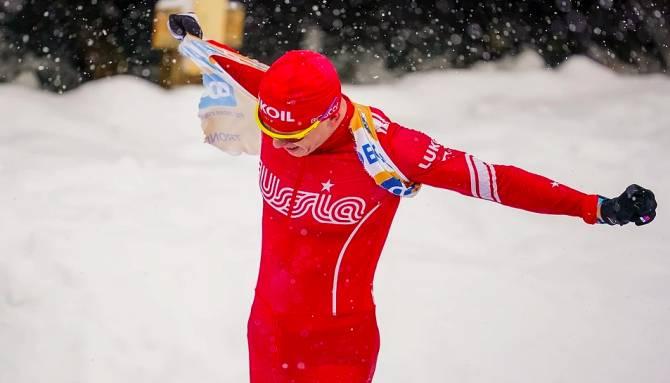 Брянский чемпион Большунов в ярости кинул лыжи в рекламный щит