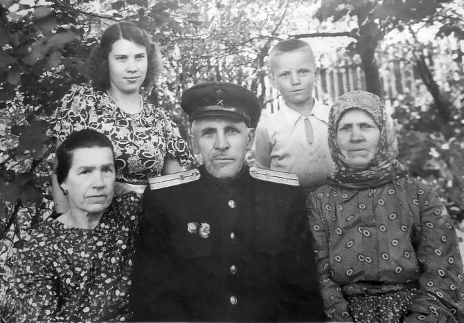 В Новозыбкове разыскивают наследников владельцев фотоальбома