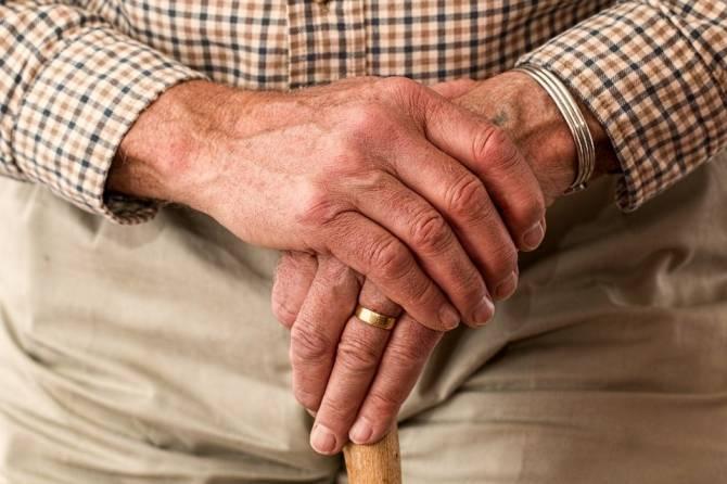Брянских пенсионеров проверят на дополнительные доходы