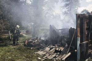 В брянском селе дотла сгорел гараж