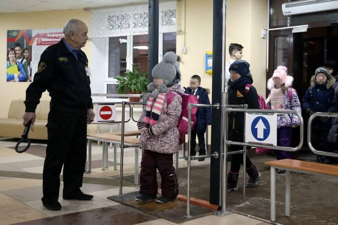 «Это позор и ужас»: учителя об охране в школах Брянска