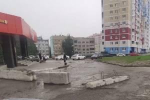 В Брянске снесли бетонный блок при въезде во двор на улице Советской