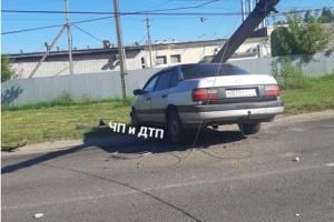 В Карачеве легковушка снесла столб