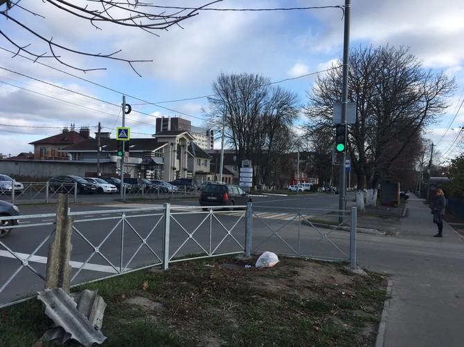 В Брянске на проблемном переходе на улице Пересвета заработал светофор