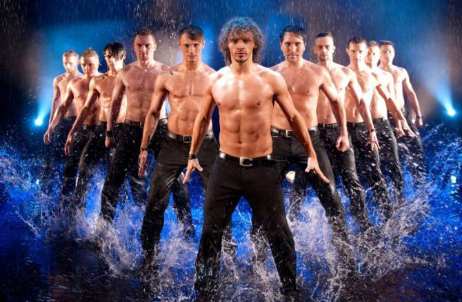 Брянцев позвали на танцевальное шоу под дождем