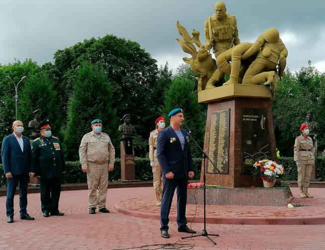 В Брянске отметили 90-летие Воздушно-десантных войск