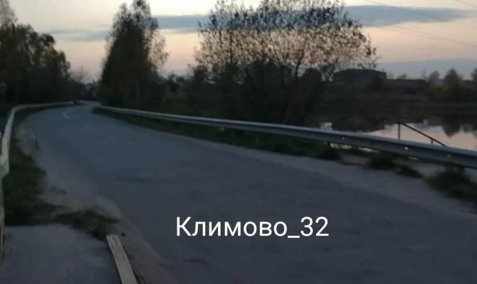 Жители поселка Климово рискуют жизнью на новой дороге