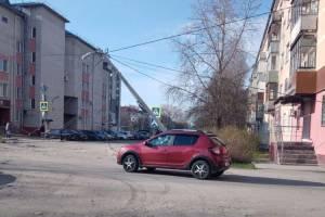 В Брянске на улице Ермакова покосился фонарный столб