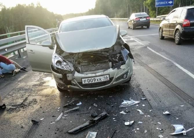 На брянской трассе в ДТП попали две легковушки