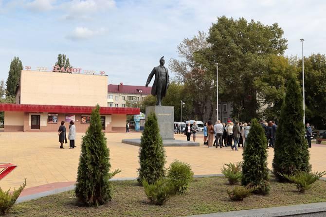 В брянском сквере Володарского появились детская и воркаут-площадки