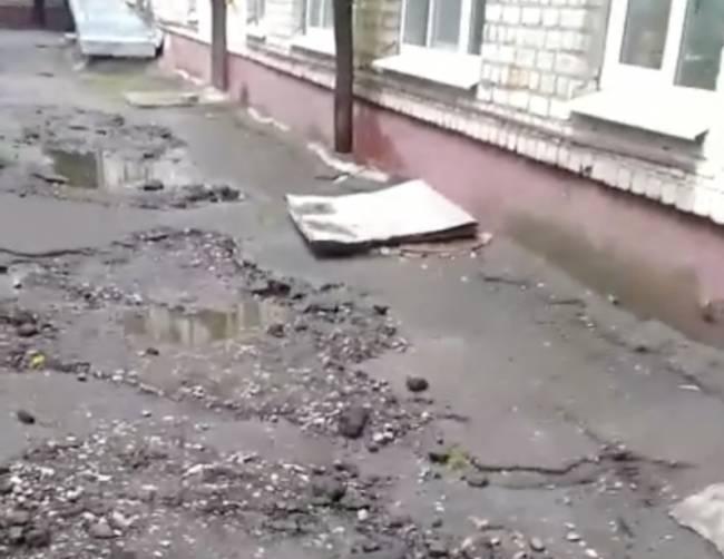 В Брянске на проспекте Ленина 40 лет не ремонтировали дворы