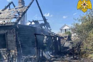В Жуковке заброшенный дом тушили более часа