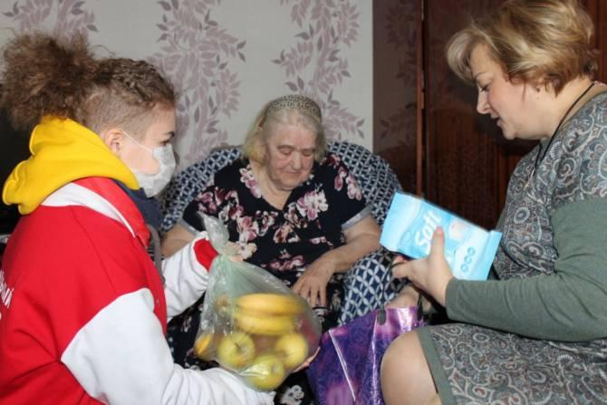 В Брянске ищут волонтеров для доставки продуктов и лекарств старикам
