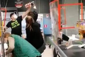 В Брянске сняли на видео жесткую драку в «Пятерочке»