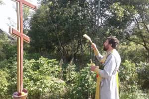 В брянском селе Душатин освятили Поклонные кресты