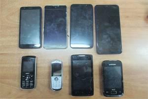 Брянские зэки не дождались восемь мобильных телефонов