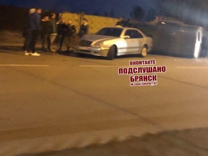 В Брянске на Почтовой в страшном ДТП перевернулся автобус