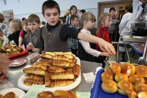 Родителям брянских учеников предложили жаловаться на качество школьных завтраков