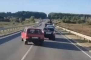 В Севске сняли на видео пенсионера-нарушителя на «Ладе»