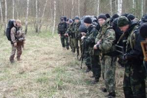 Брянские спецназовцы с автоматами отправились по партизанским тропам