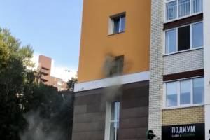 В Брянске загорелась квартира в многоэтажке на улице Дуки