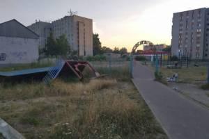 В Брянске ремонт детской площадки «Катюша» на Новом Городке вышел из застоя
