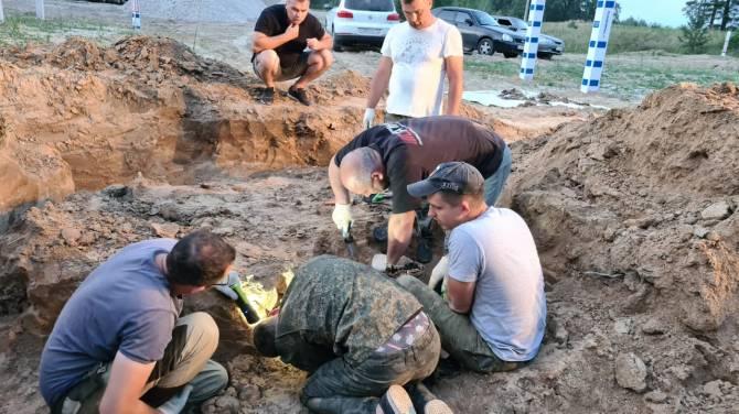 Брянские поисковики нашли захоронение 12 красноармейцев