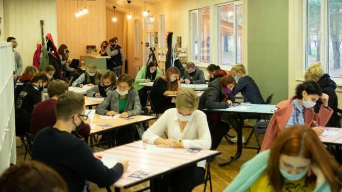 В Брянской области «Тотальный диктант» написали 350 человек
