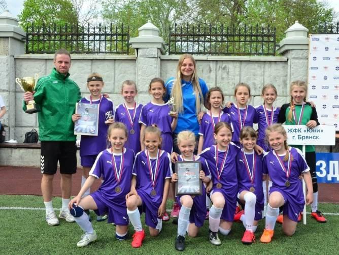 Юные футболистки из Брянска завоевали бронзу на всероссийских соревнованиях