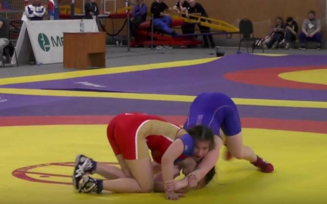 На чемпионате ЦФО по вольной борьбе отличились пять брянских спортсменок