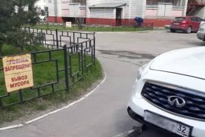В Брянске больше 20 автохамов наказали за парковку около мусорных контейнеров