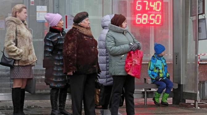 Брянцев призвали не паниковать из-за падения курса рубля