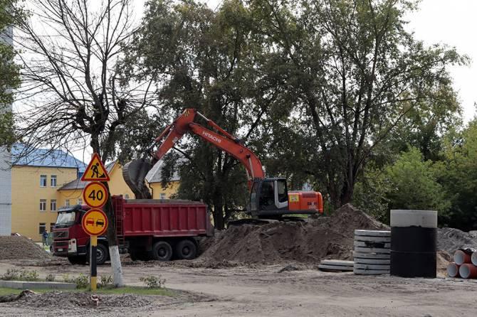 Брянцы пожаловались на строителей из-за недоделок у Володарского рынка