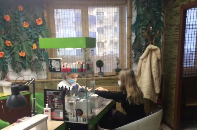 В Брянске за отсутствие маски наказали покупателя и двух продавцов