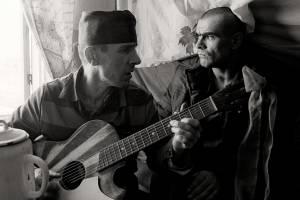 В Брянске жителей «Речного» оглушили тюремными песнями
