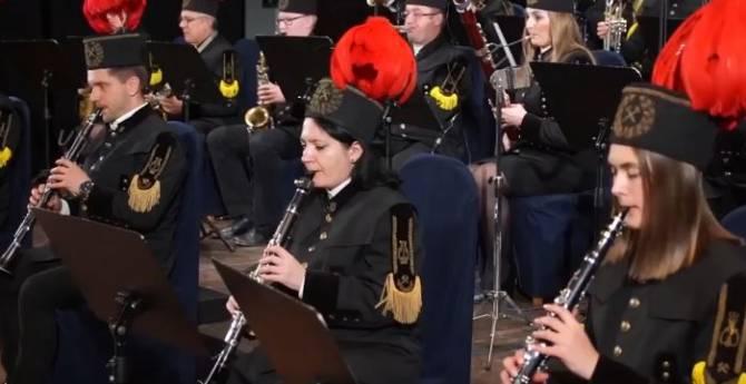 Польский оркестр сыграл ко Дню Победы «Шумел сурово Брянский лес»