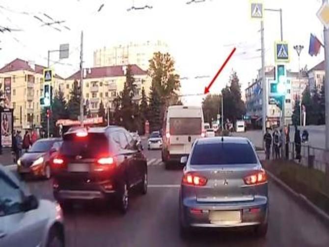 В Брянске наказали рублем торопливого маршрутчика