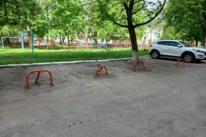 В Брянске на улице III Интернационала наглые водители захватили парковку