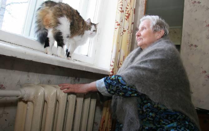 «Тепла мы не видели»: в Брянске замерзает 82-летняя пенсионерка