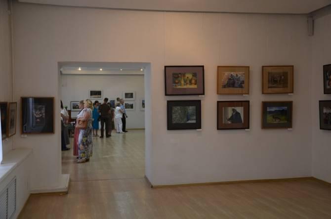 В Брянске начала работать выставка «Человек в кадре»