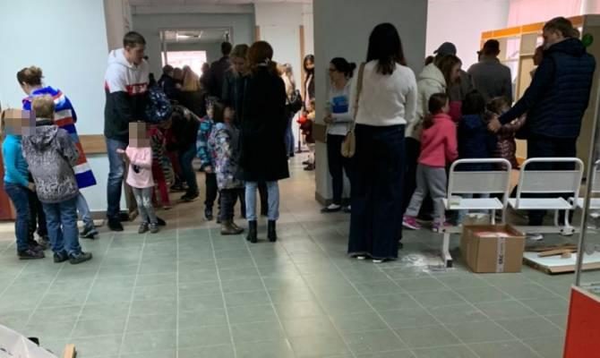 В брянской детской поликлинике выстроилась огромная очередь на манту