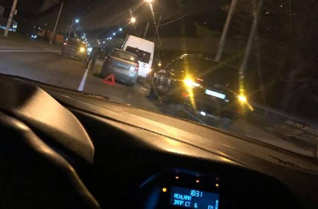 Возле ресторана «Челси» под Брянском столкнулись легковушки
