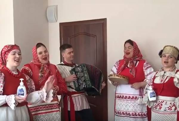 Брянский ансамбль ударил по коронавирусу весёлой песней