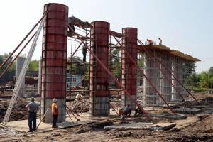 В Брянске забетонировали 6 ростверков строящегося моста на набережной
