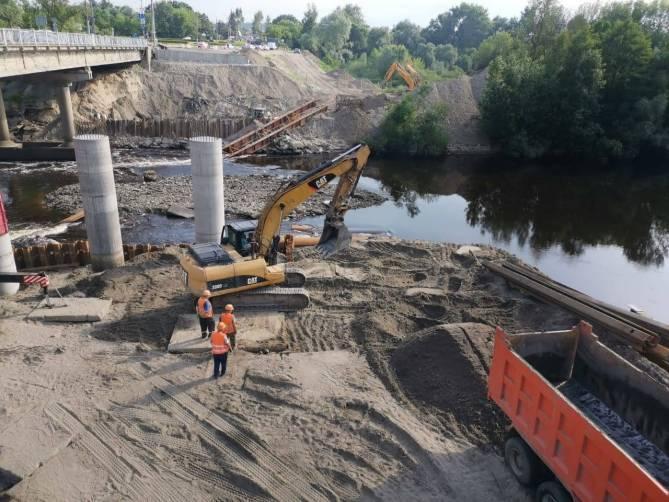 Строительство опор Литейного моста в Брянске планируют завершить к концу июля